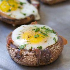 Baked Eggs in Prosciutto-Filled Portobello Mushroom Caps #PaleoSpirit