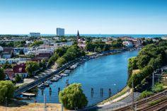 Warnemünde am Alten Strom. Mit Blick auf die Ostsee und das Hotel NEPTUN.