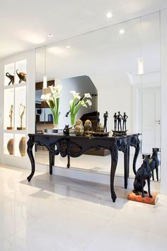Home Decor Ideas selected 20 Luxury Wall Mirrors Designs for your Home. With these expensive mirrors, you'll get a luxury interior design without any effort. Luxury Interior Design, Interior Design Inspiration, Sala Indiana, Center Table Living Room, Black And White Living Room, Versace Home, Indian Living Rooms, Hallway Designs, Classic Living Room