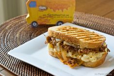 grilled mac & cheese with bbq pulled pork