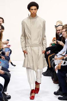J.W. Anderson - Spring 2016 Menswear - Look 9 of 35?url=http://www.style.com/slideshows/fashion-shows/spring-2016-menswear/j-w-anderson/collection/9