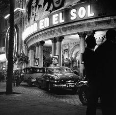 Cinema Coliseum. Barcelona, 1952 - Sessió nocturna (Francesc Català-Roca). 'Un lugar en el sol'