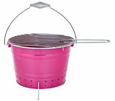 Easy to manage mini-BBQ with a generous briquette basin.