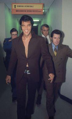 Celebs Discover 45 Elvis Presley Rare Photos Never Seen Before Elvis Presley Lisa Marie Presley, Priscilla Presley, King Elvis Presley, Elvis And Priscilla, Elvis Presley Young, Elvis Presley Las Vegas, Graceland Elvis, Elvis Presley Movies, Elvis Presley Family