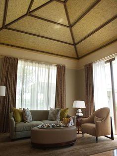 巴里島Mulia Villas 別墅室內–有挑高客廳+巴里島式屋頂。