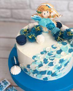 Такие милые получаются эти тортики тематические с пряниками 😍 как вам наше васильковое чудо? 💙 ps - цветочки из вафельной бумаги 💙#bobakery…