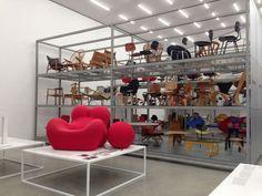 Artigo assinado pela correspondente em Basel, na Suíça, Ana Paula Barros Além da exibição permanente de sua coleção, a Vitra Design Museum também organiza exposições temporárias no novo edifício, o…