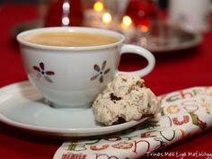 Marengs med sjokolade og mandler Norwegian Christmas, Something Sweet, Christmas Treats, Christmas Cakes, Meringue, Christmas And New Year, Crackers, Biscuits, Almond