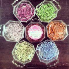Imperdibles de todos los colores de HobbyCreative! #DIY #Manualidades http://www.tiendamerceria.es/tienda-merceria/merceria/agujas/hop-imperdible