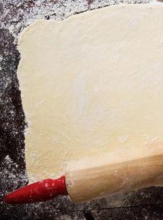 Ricardo& Recipe : The Perfect Shortcrust Pastry (Pâte Brisée) Pate Brisee Recipe, Pastry Recipes, Cooking Recipes, Cooking Hacks, Salmon Pie, Salmon Pasta, Chefs, Pie Crust Uses, Short Pastry
