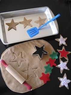 Ever Never Again: Kids Gifts: Play Cookies & Elf Apron ~ What a cute idea! Felt cut-out cookies! Frugal Christmas, Felt Christmas, Christmas Crafts, Christmas Cookies, Felt Crafts, Crafts To Make, Diy For Kids, Crafts For Kids, Felt Food Patterns