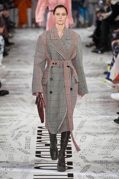Stella McCartney Fall 2019 Ready-to-Wear Fashion Show Stella McCartney Fall 2019 Ready-to-Wear Collection – Vogue Fashion Week Paris, Women's Runway Fashion, Fashion 2020, Fashion Trends, Fashion Top, Vogue Fashion, Womens Fashion, Stella Mccartney, Winter Stil