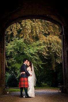 An embrace in the barns archway