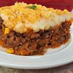 Simple, yet most comforting, vegetable loaded Shepherd's Pie Shepherd's Pie Pioneer Woman, Pioneer Woman Chili, Shepherds Pie Recipe Pioneer Woman, Casserole Dishes, Casserole Recipes, Shepards Pie Easy, Sheppards Pie Recipe, Cooking Recipes, Healthy Recipes