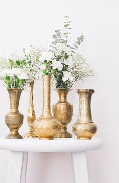 Vintage Brass Etched Floral Vases from Sweet & Spark Home Decor. Spray Paint Vases, Painted Vases, Vase Centerpieces, Vases Decor, Decorating With Vases, Flower Vases, Flower Arrangements, Origami Wedding, Wedding Vases