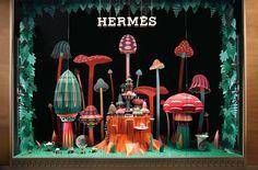 Focus Art Magazine 新增了 11 張相片。 1月23日 12:01 · |紙雕裝置| 愛馬仕(HERMES)法國設計師雙人組 Zim & Zou 設計師以「森林居民」(Forest Folks)為主題,於杜拜專賣店的櫥窗,打造出繽紛、可愛的紙雕森林, Zim & Zou 依據大自然裡的景觀,做出蘑菇、花朵等樣式的建築,以及充滿奇幻想像力的景色和居民,設計師也提到:自然環繞著我們,從開始就永遠不會停止演變,自然的運行也定義了我們的生活,生命無所不在,花朵從生長到綻放,帶領著當地的居民,人們不斷的進步建設生活打造家園,在大自然中的神秘力量,與生物有著不同的連結,這就是我們的日常生活!