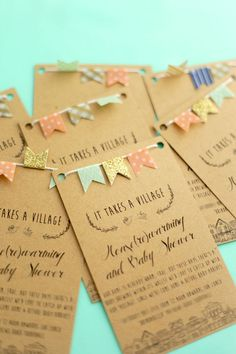 Invitación de Baby Shower Con aplique de mini banner de banderines, precioso. #InvitacionBabyShower