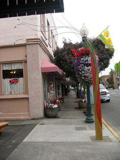 Sumner, WA: Entrance to Alley
