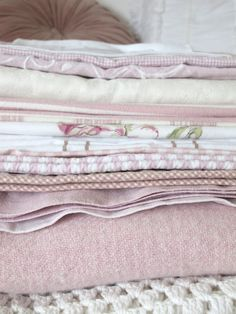 #maudjesstyling# pink linens and blankets