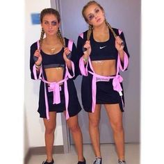 These college Halloween costume ideas for girls are perfect for Halloween this year! Definitely some of the hottest Halloween costumes you'll see! #Halloween Last Minute Halloween Kostüm, Cute Group Halloween Costumes, Trendy Halloween, Cute Costumes, Halloween Halloween, Zombie Costumes, Homemade Halloween, Family Costumes, Halloween Makeup