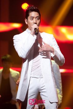 Eric(SHINHWA), on the stage of Mnet M Countdown @20120405