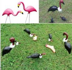 Turn pink flamingos into vultures for Halloween Halloween Kostüm, Outdoor Halloween, Holidays Halloween, Dollar Tree Halloween, Farmhouse Halloween, Halloween Tricks, Halloween Village, Hallowen Ideas, Diy Halloween Decorations