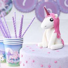 Einhorn Torte mit leckerer Himbeer-Buttercreme für den Kindergeburtstag | Tambini