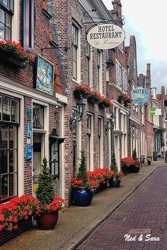 Edam, the Netherlands. Hier kun je heerlijk eten en daarna overnachten.
