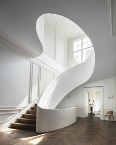 "737 Likes, 42 Comments - Claes Juhlin (@claesjuhlin) on Instagram: ""Boston townhouse by Steven Harris Architects. The hallway features a Guggenheim-esque staircase,…"""