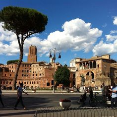 Non puo' spiegarsi a parole quanto era bello il cielo di Roma oggi.  #poesia#roma#igersroma#igerslazio#igersitalia#travel#instatravel#picoftheday#lovesroma#familyintour#mylife#foriimperiali#anticaroma#beautifulplace#beauty