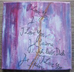 Schilderen op canvas, beplakt met papier met tekst.