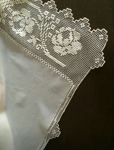 This Pin was discovered by Esr Filet Crochet, Crochet Motifs, Crochet Doilies, Crochet Lace, Crochet Patterns, Embroidery Stitches, Hand Embroidery, Easy Crafts, Diy And Crafts