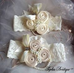 Discover thousands of images about faixa-para-bebe-flores-rosa-e-renda-flores-rosa Light Pink Flowers, Lace Flowers, Fabric Flowers, Baby Girl Headbands, Baby Bows, Baptism Headband, Little Girl Crafts, Ribbon Work, Diy Hair Accessories