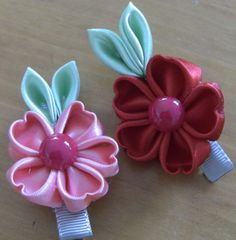 HOW TO MAKE ROLLED RIBBON ROSES- -Flor em Fitas de Cetim Pétualas em for...