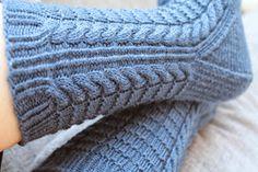 """Her er ett par sokker jeg har strikket for en god stund siden. Begge parene er strikket av mønster fra Bitta Mikkelborgs bok """"sokker - strik..."""