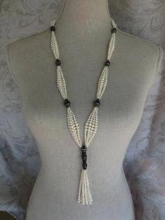 Pearl Sautoir The contribution Pearl Sautoir first appeared on fashion and beauty . - Pearl Sautoir The contribution Pearl Sautoir first appeared on fashion and beauty. Bead Jewellery, Pearl Jewelry, Antique Jewelry, Diy Jewelry, Gold Jewelry, Beaded Jewelry, Jewelery, Vintage Jewelry, Jewelry Necklaces