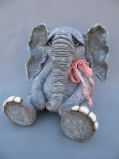 A true blue elephant through and through, needle felted by Blueberry Creations ❤️