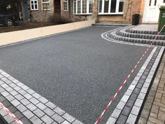 Daltex Resin Bound Aggregate paving is the most widely used in the industry due to its quality and consistency. Front Garden Ideas Driveway, Modern Driveway, Driveway Design, Driveway Entrance, Driveway Landscaping, Walkway, Block Paving Driveway, Resin Driveway, Asphalt Driveway