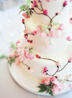 Beautiful Cherry Blossom Wedding Cake | weddee.co | check out our wedding budget and planning app https://itunes.apple.com/us/app/weddee-wedding-budget-planning/id769721884?mt=8