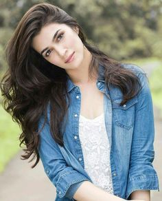 Kriti sanon cute pictures,kriti sanon gorgeous face, latest photoshoot of kriti sanon