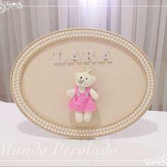Porta maternidade da Lara! Não ficou fofo com a ursinha princesa? ✨✨ #portamaternidade #quartodebebe #quartademenina #maedemenina #gravidas #gravidinhas #mamaes #perolas #mundoperolado #ehsucesso
