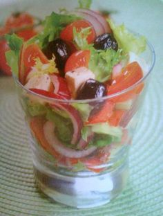 Verrine à la grecque Good Food, Yummy Food, Tasty, Appetizer Recipes, Snack Recipes, Gourmet Appetizers, Antipasto, Warm Food, Appetisers