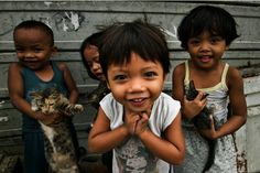 Little kids in Tondo, Manila, Philippines. We Are The World, People Of The World, Philippine Holidays, Filipino Culture, Happy Kids, Cute Photos, Beautiful World, Beautiful People, Cute Kids
