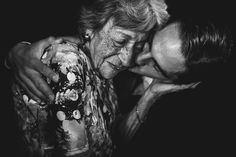 Emotional Moment of Family Love. Moment is Captured by Talented Photographer Maxi Oviedo.