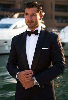 Bruidegom& trouwdag look - kleding # bruid # bruidegom # bruidegame # bruidegom # bruidegom . Groomsmen Attire Black, Groom Outfit, Grooms Men Attire, Groom Suits, Black Suit Groom, Black Dress For Men, Black Men, Wedding Suits, Wedding Attire
