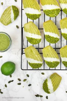 These madeleines are flavoured with matcha powder, pistachios, lime, and a touch of honey. Cupcakes, Madelines Recipe, Madeleine Cake, Cookie Recipes, Dessert Recipes, Muffins, Chocolate Dipped, White Chocolate, Chocolate Gifts