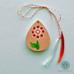 Painted trinklet on wood base, acrylic colours. Finished with varnish. It can be worn as a pendant or attached to a keychain. Acrylic Colors, Flower Pendant, Dots, It Is Finished, Base, Colours, Christmas Ornaments, Holiday Decor, Create