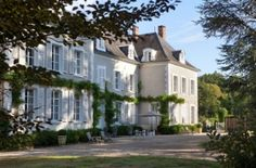 Luxury hotel in Burgundy France with breakfast, upgrades, champagne. Great Deal from EnjoyVacationing.com