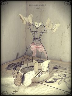What a great idea with stain glass butterflies. Paper Dolls, Art Dolls, Wire Mannequin, Art Fil, Inspiration Art, Artistic Wire, Butterfly Decorations, Glass Butterfly, Bird Cages