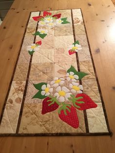 Table-Runner Roundup - 13 Quilted Projects to Spice Up Your Table Patchwork Table Runner, Table Runner And Placemats, Table Runner Pattern, Quilted Table Runners, Quilting Projects, Quilting Designs, Sewing Projects, Skinny Quilts, Charm Quilt